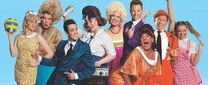 It's 1962, and pleasantly plump Baltimore teen Tracy Turnblad has only one desire – to be on television dancing on the popular Corny Collins Show. When her dream comes true,...